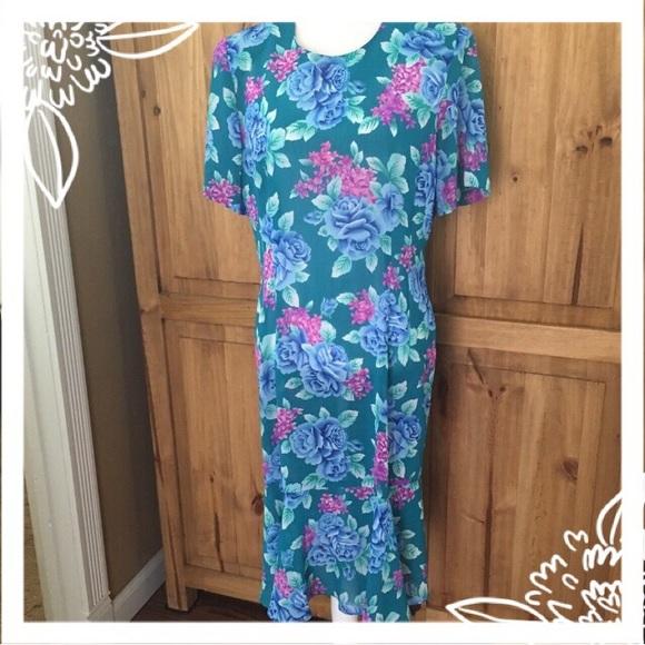 5ad64046c12 Leslie Fay Dresses   Skirts - 🌷SALE🌷Leslie Fay Floral Dress